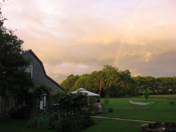 Barn w rainbow
