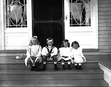 220px-Lady_Montague_Allan's_children_at_Cacouna,_1901