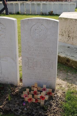 800px-Noel_Godfrey_Chavasse_headstone