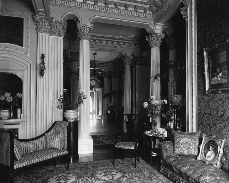 Entrance_hall,_H._Montagu_Allan_house,_%22Ravenscrag%22_(II-143397)