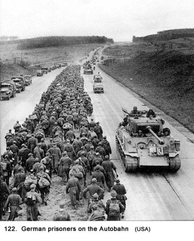 German_prisoners_on_autobahn_20_122